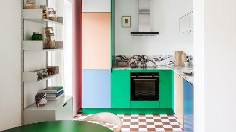 Färgstarkt kök av Muller van Severen