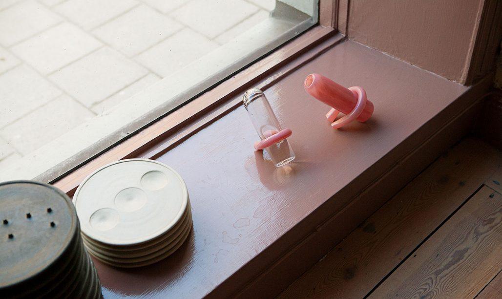 Ekivoka vaser och tallrikar ur kollektionen Artefacts av Straight Design Studio