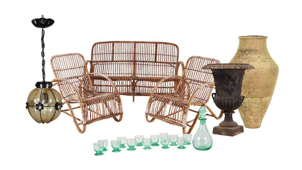 Auktionsfynd – möbelgrupp, trädgårdsurna och taklampa