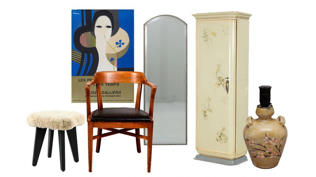 Auktionsfynd – klädskåp, spegel och karmstol