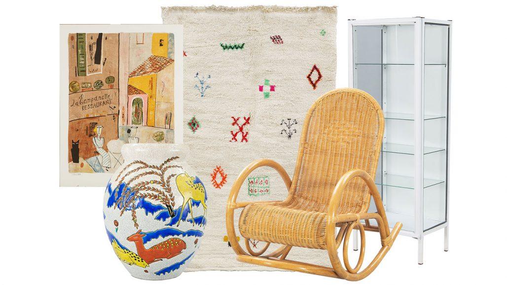 Färglitografi, marockansk matta och gungstol att auktionsfynda