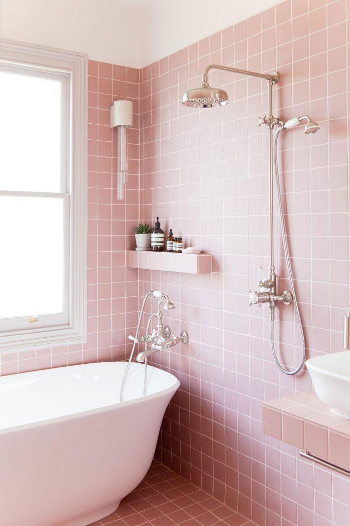 Rosa badrum hemma hos designduon 2LG