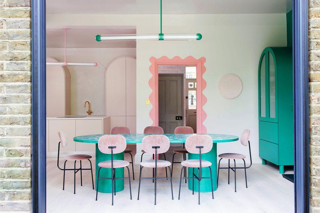 Färgstark matplats och kök hemma hos 2LG