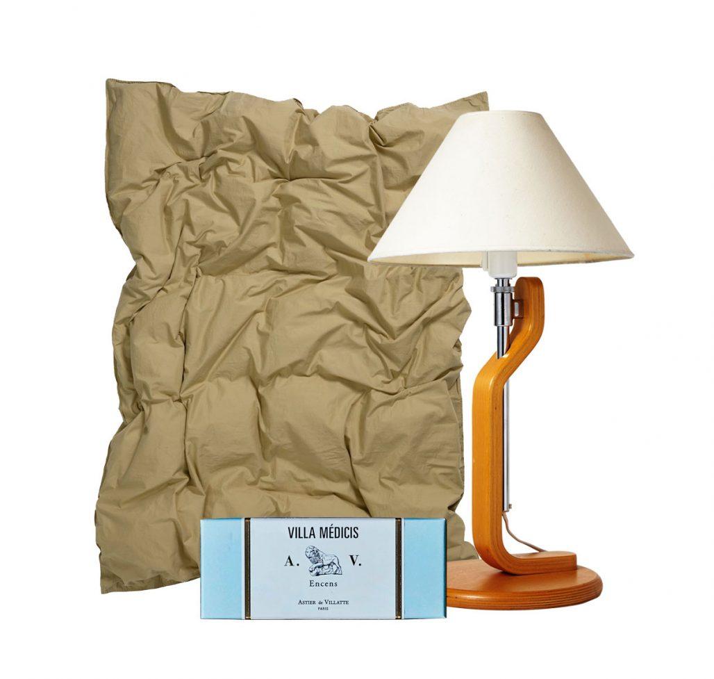 Påslakan, rökelse och bordslampa till sovrummet