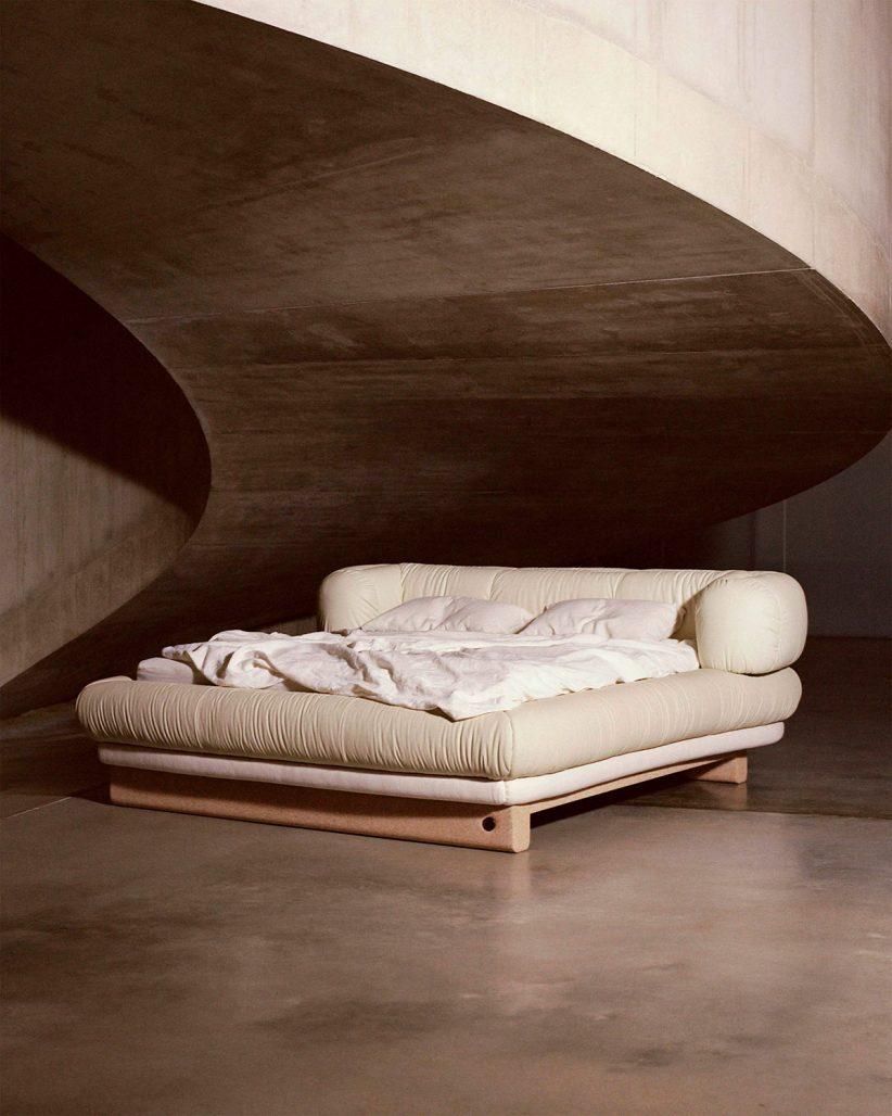 Puffig säng av Faye Toogood för Birkenstock
