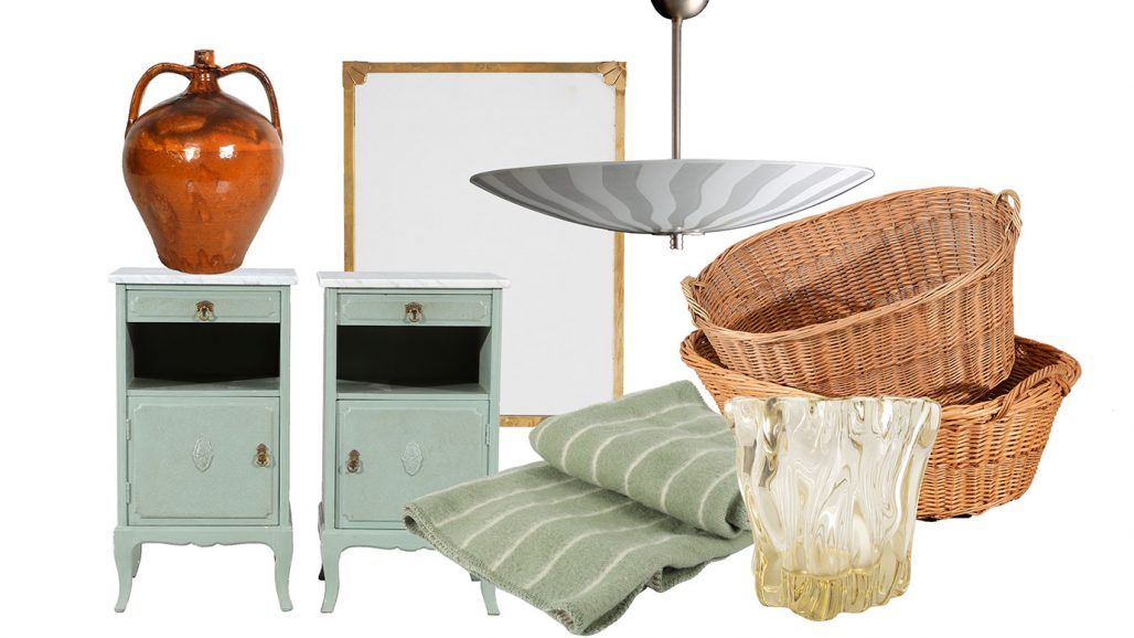 Auktionsfynd sängbord, spegel och tvättkorgar