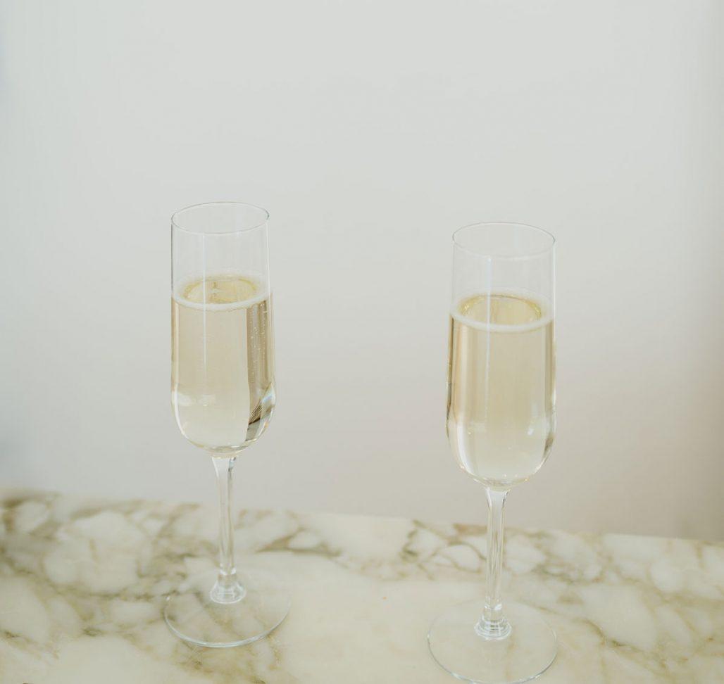 Två glas champagne