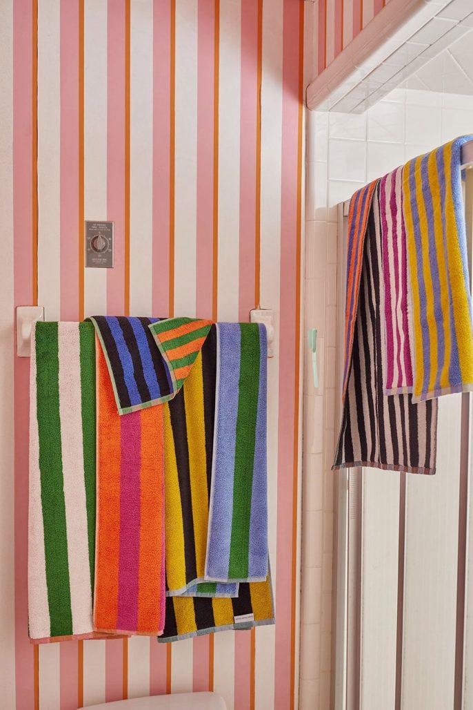 Randiga handdukar i klara färger från Dusen Dusen