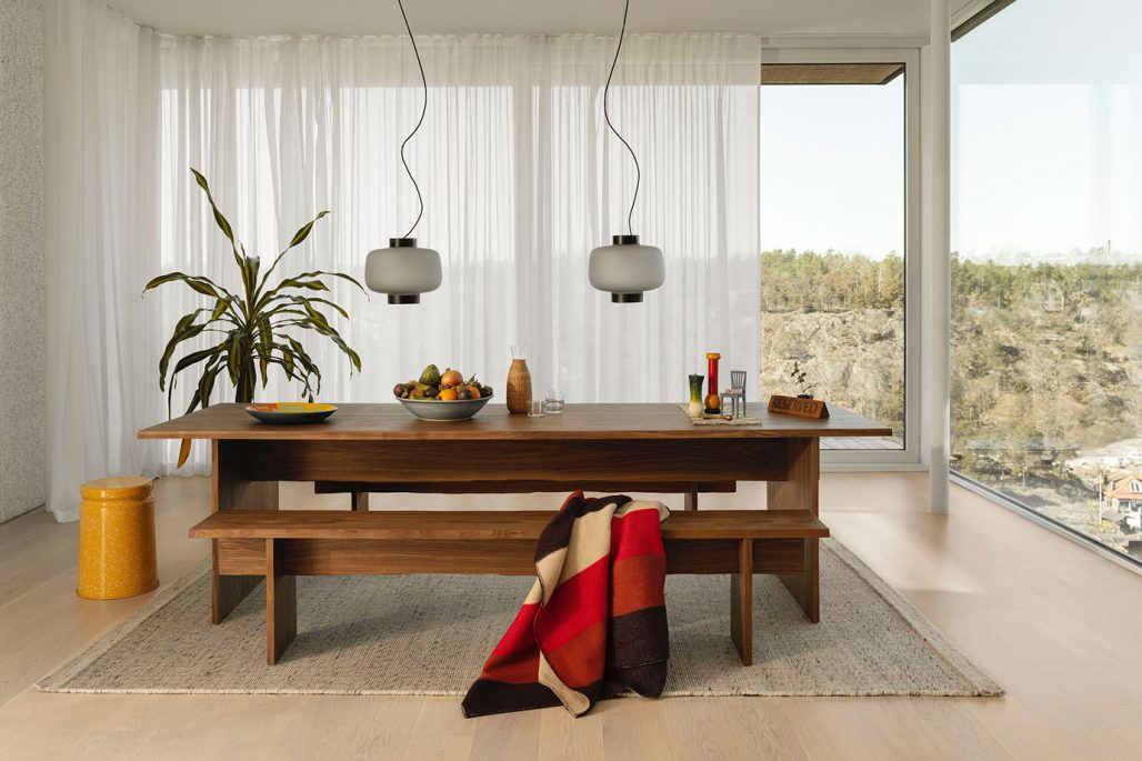 Bordet Bookmatch Table I valnöt från möbelföretaget Hem