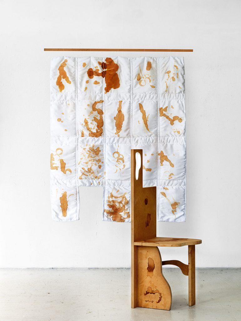 Stol och väggbonad ur serien Coffee Cup Realism av Kajsa Willner
