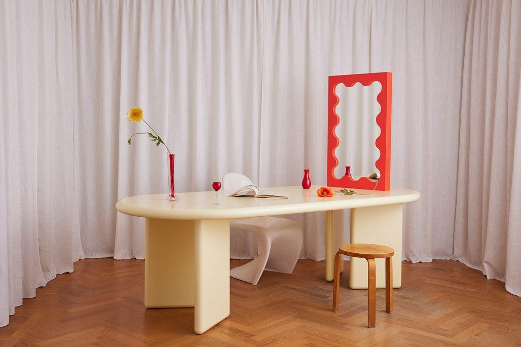 Uppiggande färgglada möbler av Gustaf Westman