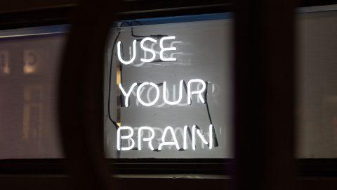Use your brain neonskylt