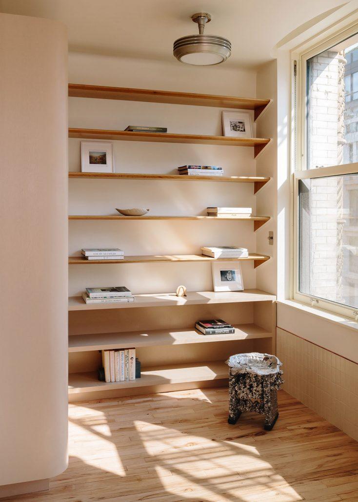 Bokhylla I New York-lägenhet