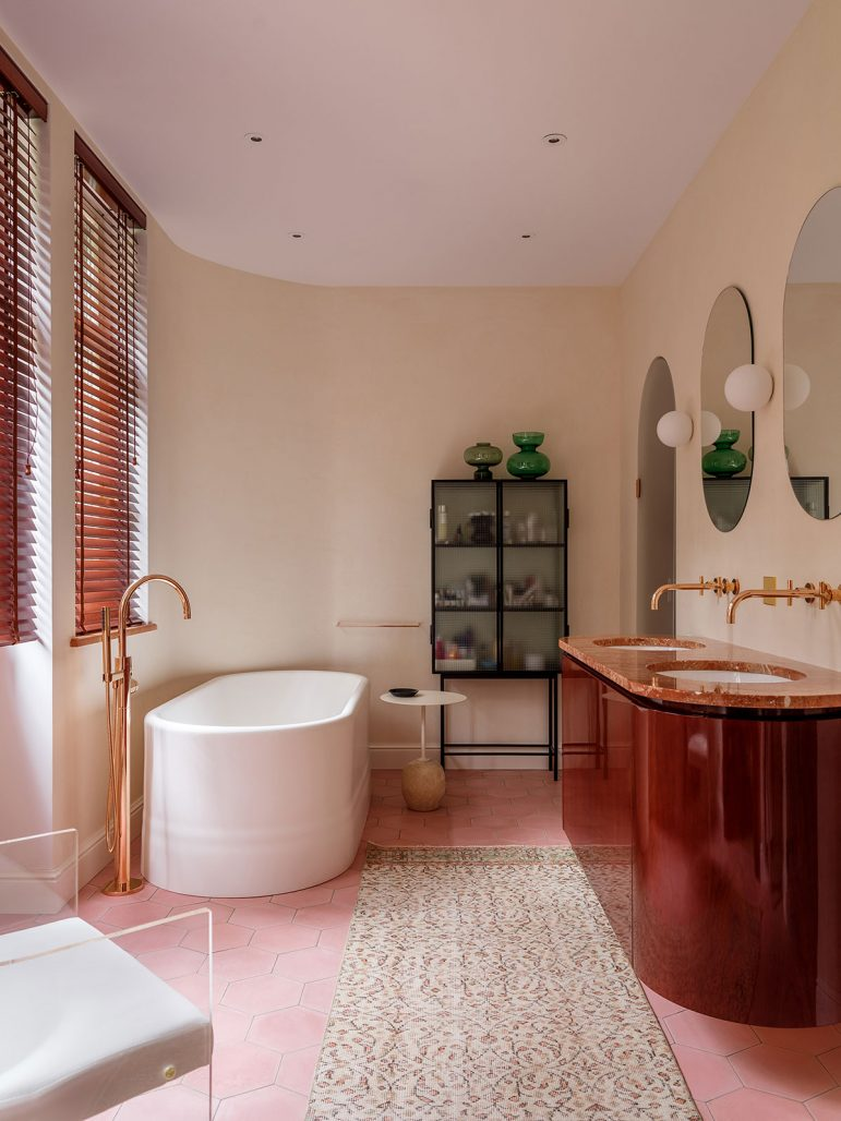 Elegant badrum i Villa Jurmala