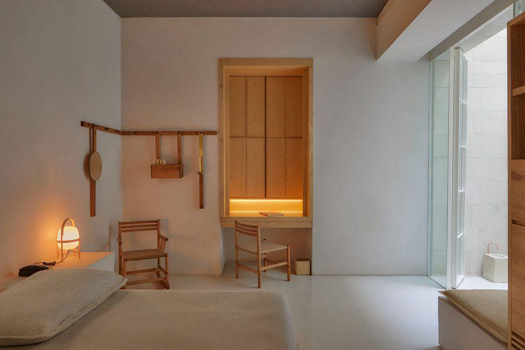 Rummen på hotellet Circulo Mexicano är minimalistiskt inredda