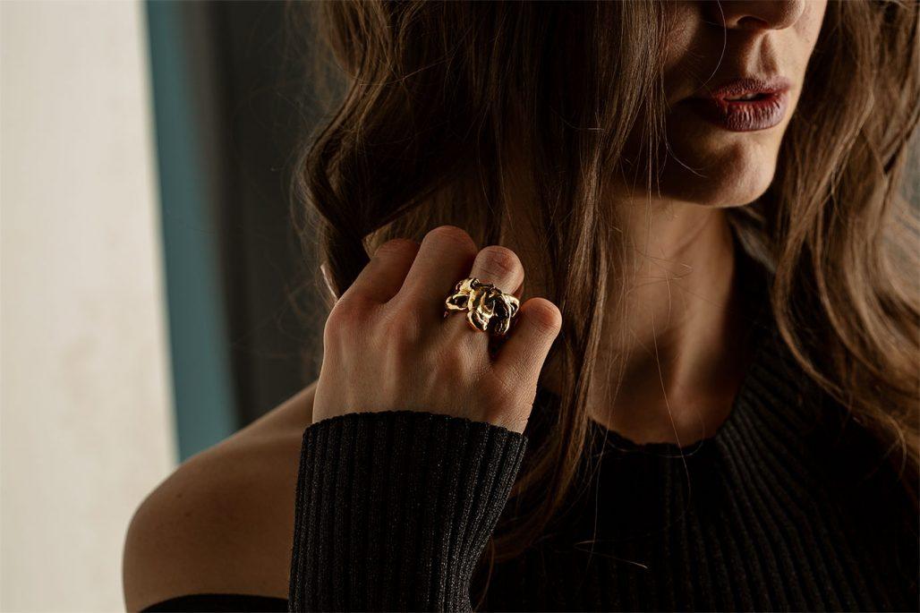 Smycke i brons av Krista Kretzschmar