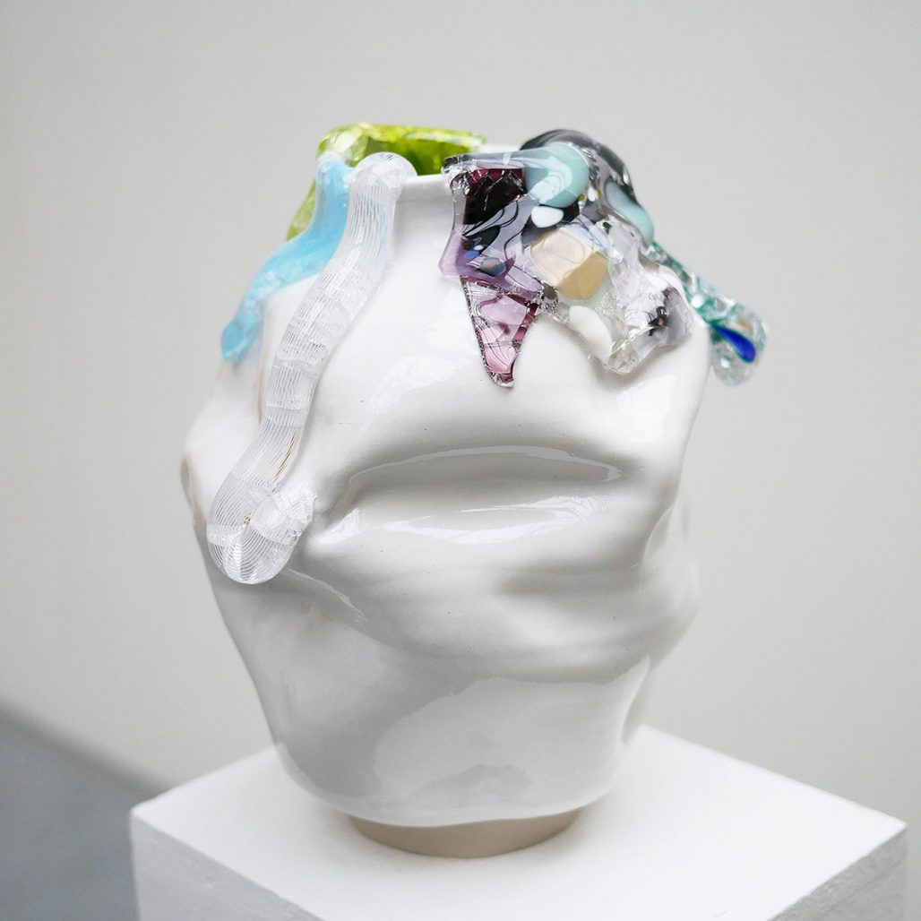 Vas i keramik och glas av Lisa Hartwig Ericson/Le Ceramics