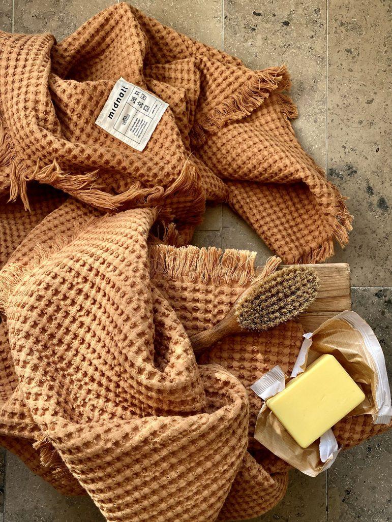Nya handdukar från sängklädesföretaget Midnatt