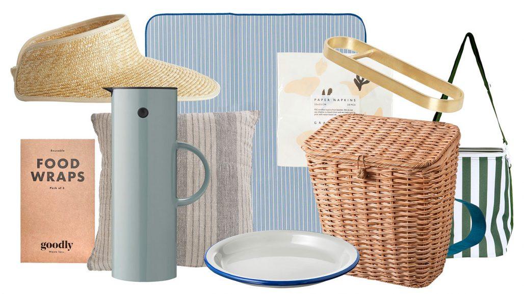 Packat för picknick med picknickfilt, solskärm, termoskanna och kylväska