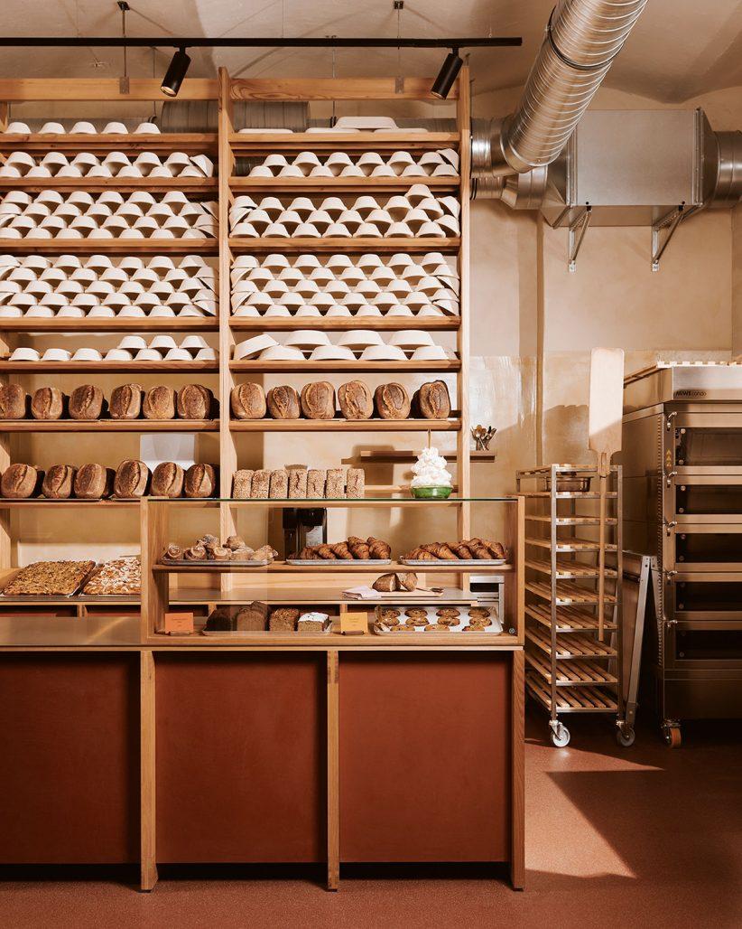 Varma toner i inredningen på bageriet