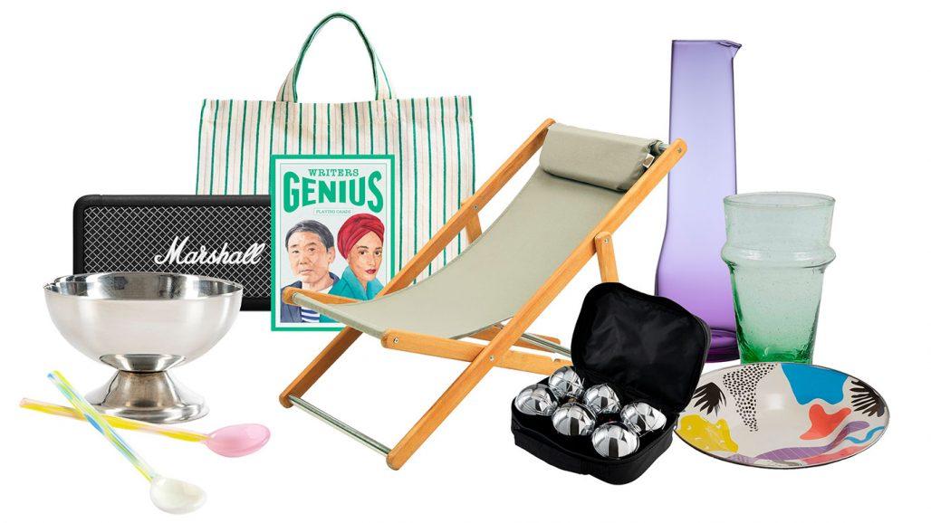 Portabel högtalare, solstol och boulespel för staycation i stan