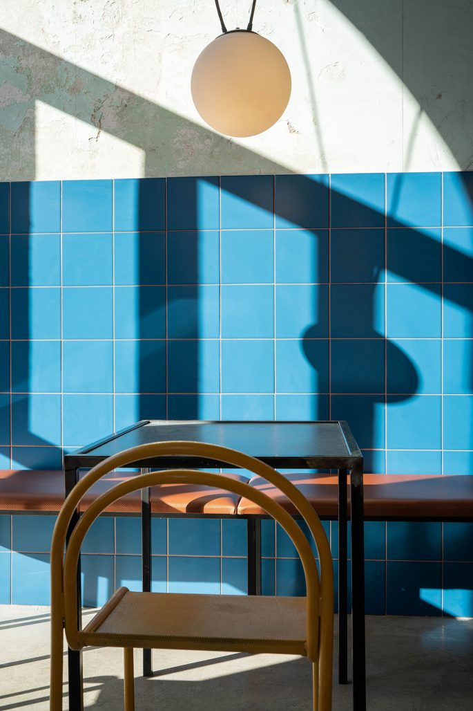 Blått kakel i matsalen på restaurangen Tre de Tutto