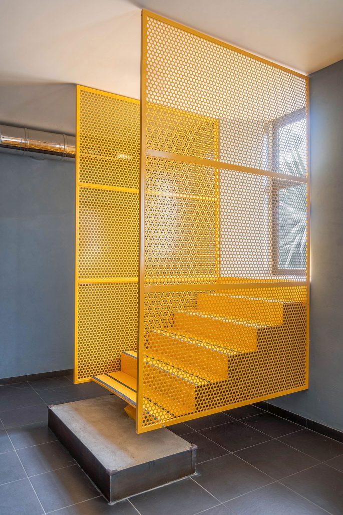 Gul trappa på restaurangen Tre de Tutto