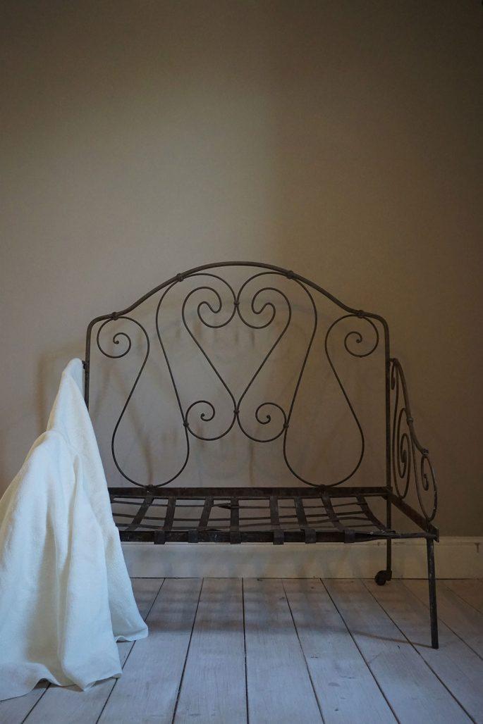 Antik möbel från Artispelisse