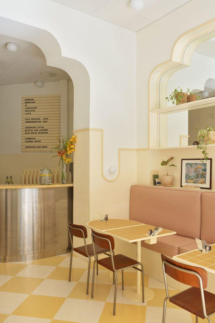 Inredning med influenser från Kuba av Aska Architects på kaféet Banacado