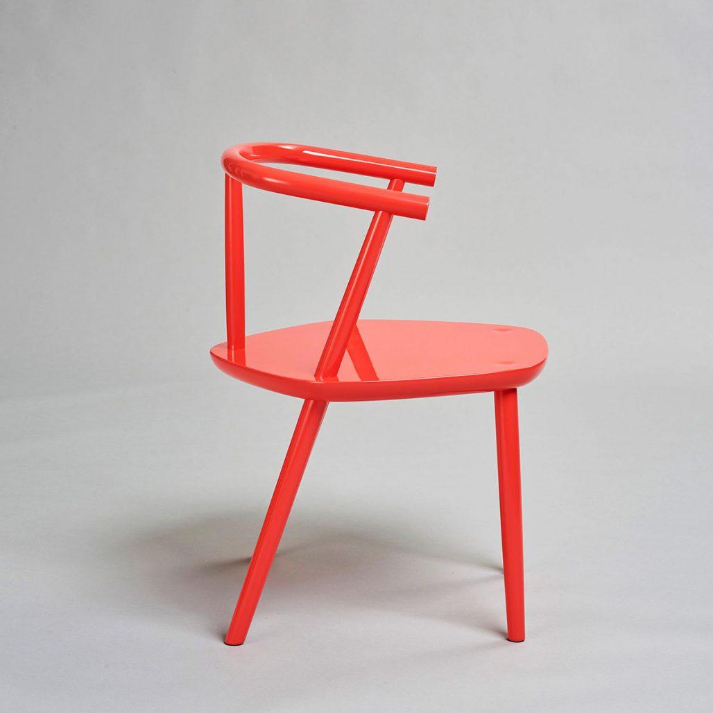 Röd stol av Bukowskis i samarbete med Claesson Koivisto Rune