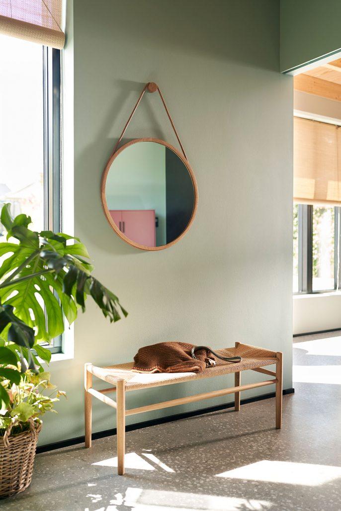 Rund spegel från serien Mossø.