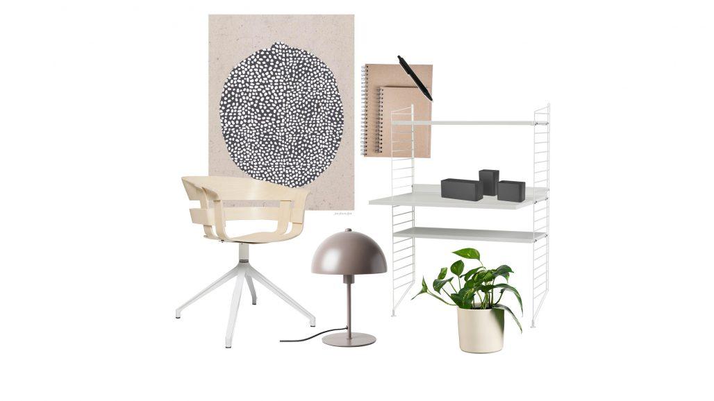 Kontorsstol och bordslampa för hemmakontor.