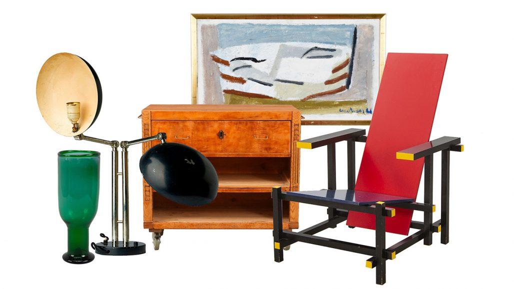 Auktionsfynd – bordslampa, sideboard och Red/blue chair av Gerrit Rietveld