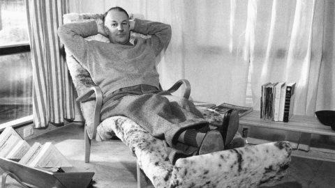 Bruno Mathsson i fåtöljen Pernilla