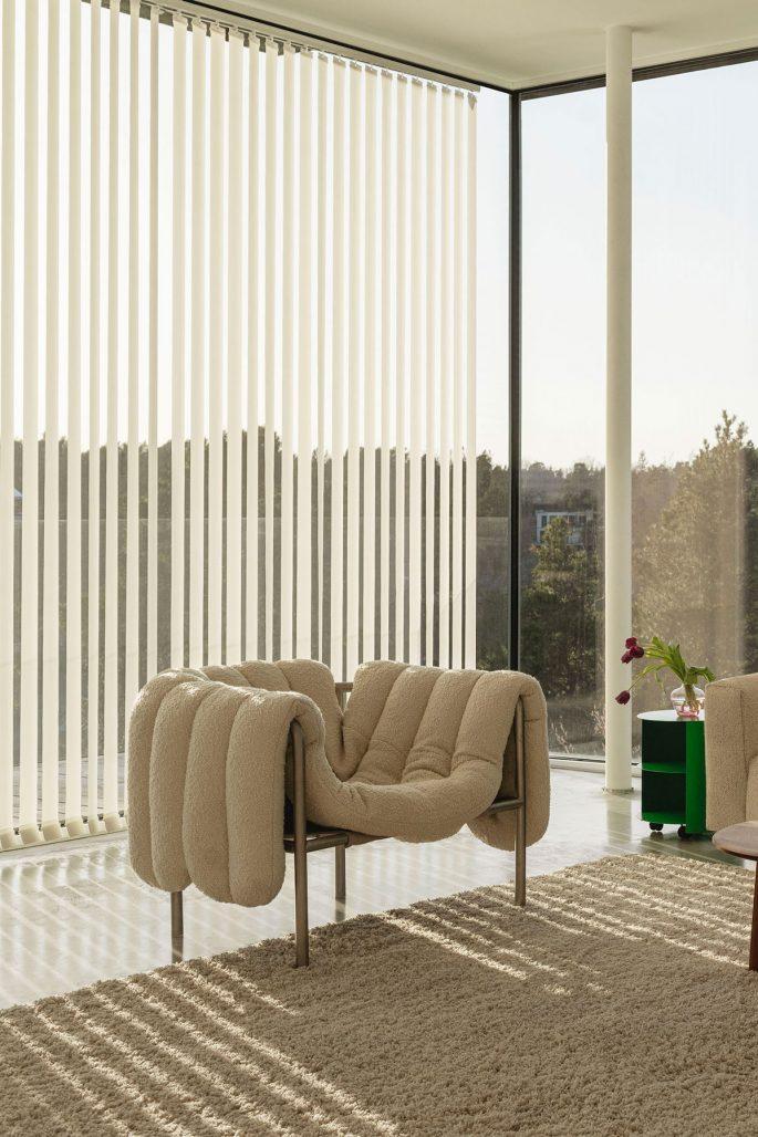 Fåtöljen Puffy Lounge Chair av Faye Toogood för Hem
