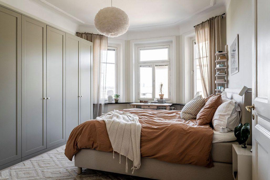 Sovrum i en varm grön ton. ncs 1005-G80Y