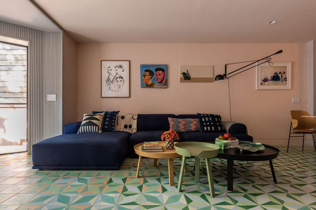 Ett färgglatt vardagsrum