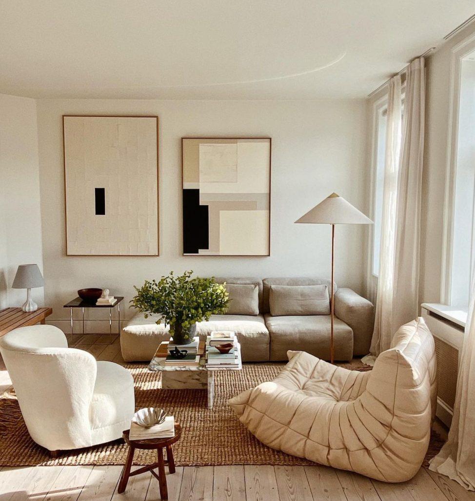 Beiget och fräscht vardagsrum hemma hos Simone Polk